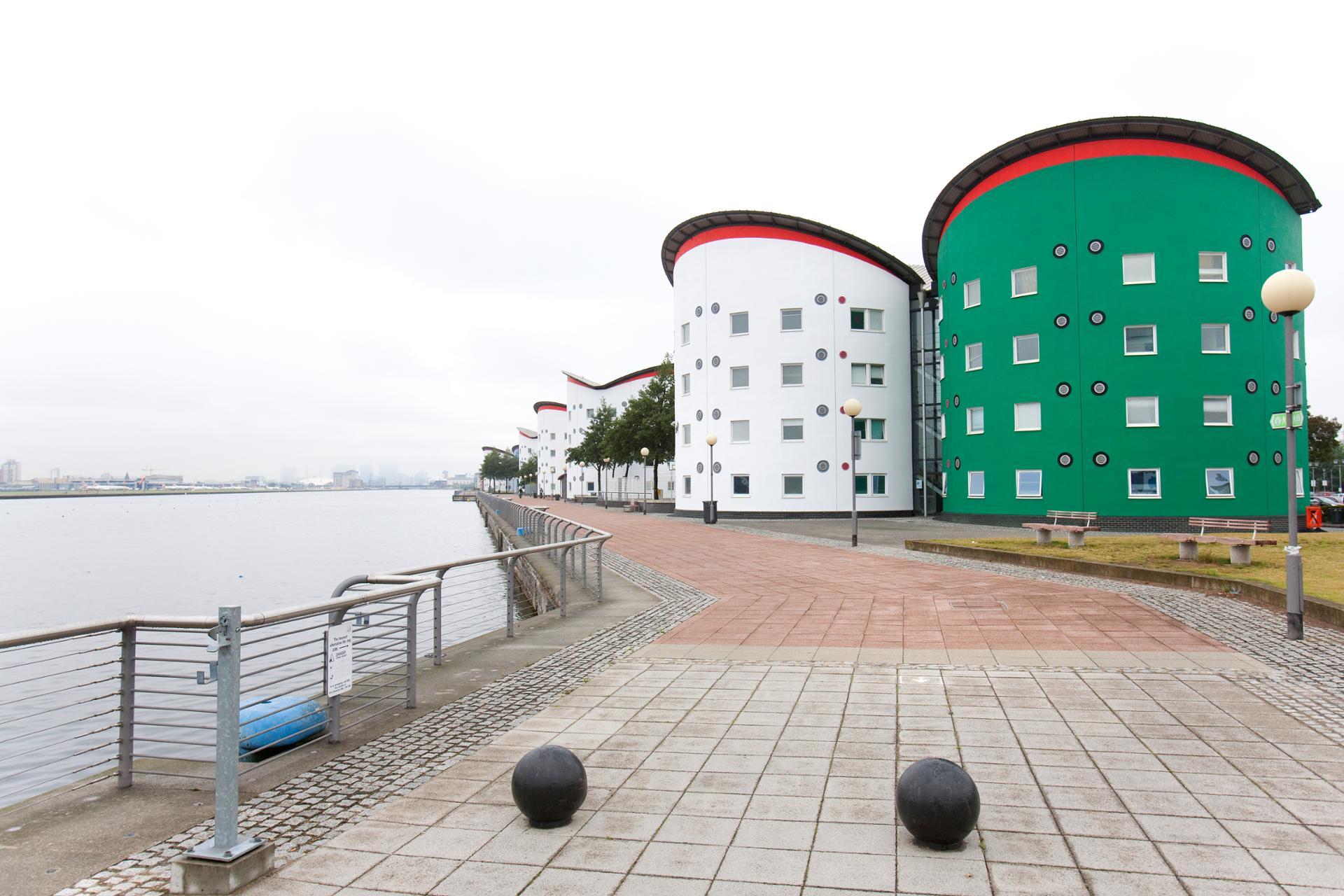 22740.docklands_campus_028.jpg